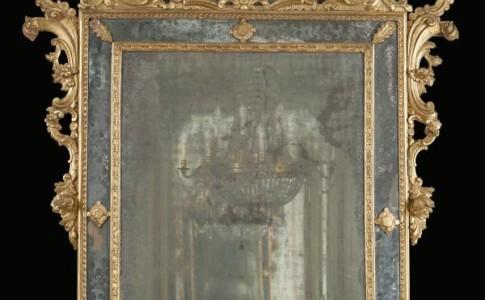 Specchiera Venezia in legno dorato con specchio inciso al mercurio. Venezia XVIII sec.